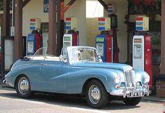 A Sunbeam Alpine with 4 speed floor change. Classic Cars British, Old Classic Cars, Rolls Royce For Sale, Rolls Royce Black, Royce Car, Ferrari For Sale, Bentley Car, Unique Cars, Pumps