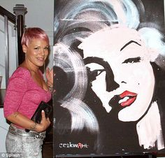 Pink purchased this Marilyn Monroe painting for $ 10,000 - the painting was created in just 3 minutes by graffiti artist Erik Wahl, proceeds went to charity.