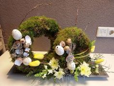 Easter moss wreath with blown eggs and flowers - witПохожее изображение Easter Wreaths, Christmas Wreaths, Home Flowers, Easter Flowers, Spring Projects, Deco Floral, Ikebana, Flower Crafts, Easter Eggs