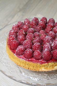 Tarte pistache framboise - Surprises et gourmandises Dessert Aux Fruits, Desserts Fruits, Raspberry, Strawberry, Sweet And Salty, Sweet Sweet, Tart Recipes, High Tea, Biscuits