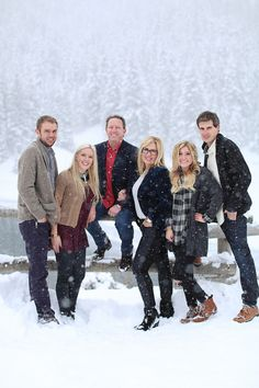 Winter Family portrait in the snow snowy family pictures family portraits family portraits with older kids utah family portraits utah family photography Ashley Morgan Photography. Snow Family Pictures, Outdoor Family Pictures, Big Family Photos, Winter Family Photos, Family Picture Poses, Family Picture Outfits, Picture Ideas, Winter Picture, Family Portrait Poses