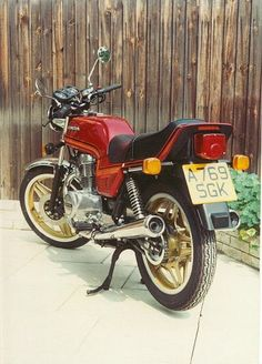 Honda N-B Superdream. Actually a really good everyday all year to work bike. Stick on a handlebar fairing and a top box - sorted. Old Honda Motorcycles, Honda Cb250, Mini Bike, Car Detailing, Biker, Old Things, Classic, Vehicles, Old Motorcycles