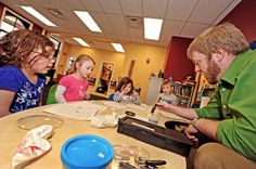 Forensic chemistry professor teaches preschoolers about fingerprints