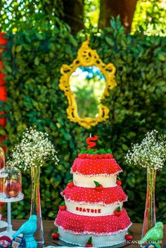 Snow White themed princess party via Kara's Party Ideas KarasPartyIdeas.com #snowwhite #snowwhiteparty #sevendwarfs #karaspartyideas Cake, p...
