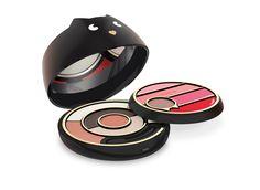 Un aliado de belleza para una piel de rostro luminosa, ojos profundos y labios que brillan, disponibles en dos tonos de maquillaje.