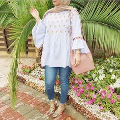 light blue blouse-Hijab fashion and style – Just Trendy Girls hellblaue Bluse-Hijab Mode und Stil - Hijab Casual, Hijab Outfit, Hijab A Enfiler, Hijab Stile, Hijab Look, Hijab Chic, Casual Outfits, Street Hijab Fashion, Muslim Fashion
