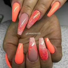 Coral colour is a bright colour like coral, mostly a light pink colour with a creamy hue. Such expressions often give people a new sense of novelty and mystery and attract consumers'interest. Coral nail designs are as popular as coral apple phones. Glam Nails, Hot Nails, Bling Nails, Hair And Nails, Glitter Nails, Holiday Acrylic Nails, Summer Acrylic Nails, Best Acrylic Nails, Coral Acrylic Nails