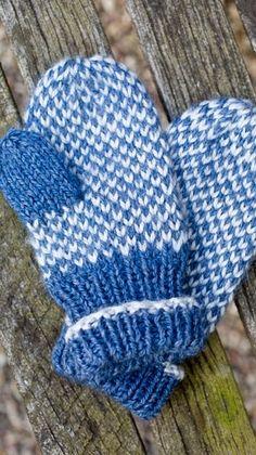 Strikkeopskrift - vanter til børn Crochet Mittens Pattern, Crochet Gloves, Knitted Hats, Knitting Patterns, Knit Crochet, Toddler Mittens, Crochet Toddler, Knitting For Kids, Free Pattern