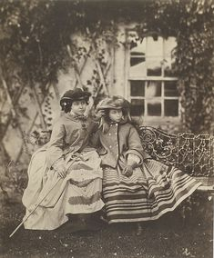 Princesses Vicky and Alice, Eldest daughters of Queen Victoria and Prince Albert. Aged 16 (Vicky, left) and 13 years old (Alice, right). Photo taken by Roger Fenton at Balmoral. From the Royal. Queen Victoria Family, Queen Victoria Prince Albert, Victoria Reign, Victoria And Albert, Catherine Deneuve, Queen Victoria's Daughters, Victoria's Children, Princesa Victoria, Adele