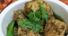 Bored of the same old chicken karahi? Then this recipe ifs for you. really delicious and super quick to make. Green Chicken Recipe, Indian Chicken Recipes, Easy Chinese Recipes, Chicken Recipes Video, Veg Recipes, Curry Recipes, Indian Food Recipes, Asian Recipes, Great Recipes