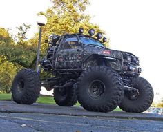 Warn Industries beast of a Toyota!!