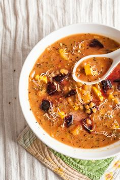Based with creamy coconut milk, red lentils mingle with roasted beets and caramelized delicata squash. Spiced with tantalizing aromatics like cardamom, cinnamon, and nutmeg.
