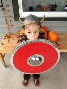 My son wanted to be a Viking for Halloween. So, with a few sheets of cardboard, a bowl and some duct tape I built him a Viking shield even Gobber would be proud. Dragon Birthday Parties, Dragon Party, Boy Birthday, Halloween Candy Crafts, Halloween Kids, Halloween 2016, Halloween Costumes, Kids Viking Costume, Viking Cosplay