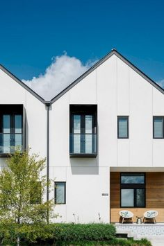 Tilley row homes: white row homes with simple and modern interior # architecture Residential Architecture, Contemporary Architecture, Interior Architecture, Modern Townhouse Interior, Modern Interior, Townhouse Designs, Facade Design, Facade House, House Styles