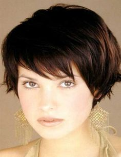 10 Cute Short Hairstyles for Round