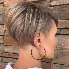 Short Stacked Haircuts, Short Hair Cuts, Short Hair Styles, Stacked Hairstyles, Bob Hairstyles For Fine Hair, Cool Hairstyles, Undercut Hairstyles Women, Choppy Hair, Wild Hair