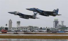 離陸する飛行教導群のF-15戦闘機=宮崎県新富町の航空自衛隊新田原基地(彦野公太朗撮影)