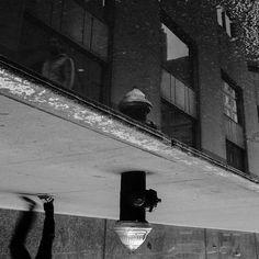 (Attention jeu de mot pourri) New York ? C'est renversant !  #newyork #nyc #street #streetphotography #blackandwhite #konzy http://fb.me/konzy.me