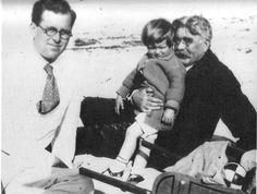 Three generation of Kennedys: Patrick J. Kennedy, Joseph P. Kennedy and Joe Jr, around Jackie Kennedy, Joseph Kennedy Jr, Los Kennedy, Jfk Jr, Jaqueline Kennedy, Die Kennedys, Irish Catholic, John Junior, John Fitzgerald