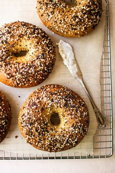 the very best NY style bagels ever - SO MUCH FOOD Ny Style, New York Style, New York Bagel, Bread Shop, Kitchen Confidential, Bagel Recipe, Aesthetic Coffee, Cafe Food, Dry Yeast