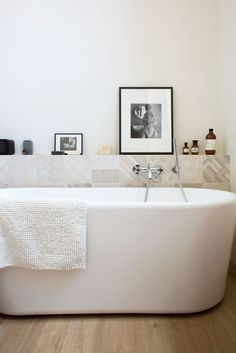 Une baignoire îlot dans ma salle de bain