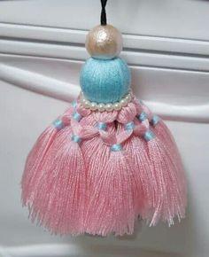. Thread Bangles, Thread Jewellery, Diy Tassel, Tassel Jewelry, Saree Tassels Designs, Tassel Curtains, Glands, Pink Cupcakes, Passementerie