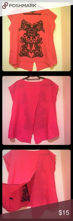 🎉 4 for $20 🎉 Use the offer button! EUC. The Limited Forenza top. Back tulip split detail. Hot pink and black The Limited Tops