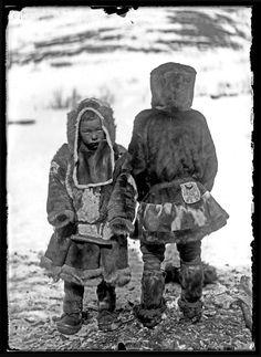 Мальчик и девочка из тундровых коряков. 1901