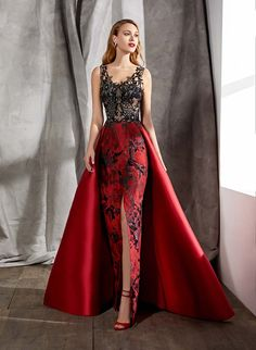 Satine Evening dresses by Valerio Luna Couture Dresses, Fashion Dresses, Grad Dresses, Mode Style, Formal Gowns, Beautiful Gowns, Elegant Dresses, Couture Fashion, African Fashion