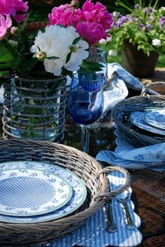 blue table setting - love the plateholders. Need to look for these for summer al fresco dining!