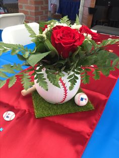 Baseball baby shower Baby Shower Balloons, Baby Shower Themes, Baby Boy Shower, Shower Ideas, Baseball Centerpiece, Baseball Party Decorations, Baby Boy Baseball, Baby Shower Baseball, Baseball Theme Birthday