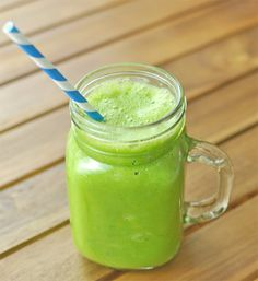 Green smoothies don't have to be all about extra energy. Drinking a green smoothie before bed can help you fall asleep peacefully. The key to Sleeping Pill in Glass Green Smoothie is valerian. This herb is well-known for its sleep-promoting and … Read Healthy Green Smoothies, Green Smoothie Recipes, Juice Smoothie, Smoothie Bowl, Orange Smoothie, Juice Of One Lemon, One Meal A Day, Weight Loss Smoothies, Yummy Drinks