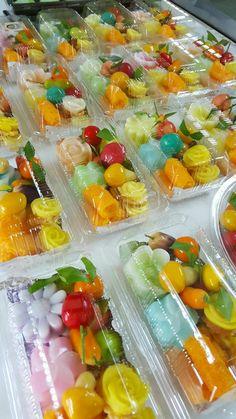 ขนมรวม..น่าทาน Thai Recipes, Asian Recipes, Korean Sweets, Rice Snacks, Agar Agar, Resep Cake, Thai Street Food, Thai Dessert, Ice Cream Candy