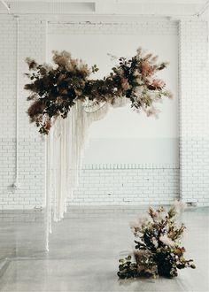 Newest Photo modern Macrame texture Ideas modern macrame textured wild foliage floral backdrop Wedding Ceremony Ideas, Ceremony Decorations, Wedding Trends, Wedding Designs, Boho Wedding, Floral Wedding, Wedding Flowers, Wedding Venues, Reception Ideas