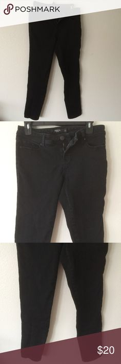Torrid Skinny Jeans - Black Wash Size 10S Chic, super slimming black wash mid rise Torrid jeans.  Size: 10S  Waist: 30 Rise: 8 Hip: 36 Thigh: 17 Cuff: 11 Inseam: 28  No stains, holes, or fraying.  69% cotton, 29% polyester, 2% elastane Torrid Jeans Skinny