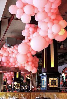 Balloon Ceiling, Bubblegum Balloons, Plain Jane Events - New Deko Sites Balloon Clouds, Helium Balloons, Balloon Garland, 21st Decorations, Balloon Decorations, Birthday Decorations, Bubble Party, Bubble Gum, Princess Balloons