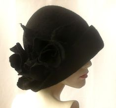 Black cloche hat Cloche Felted Hat felt hat Cloche Hat Fapper Hat Art Hat Black Hat La belle epoque Art Deco 1920s hat Art Hats Black hat cloche 1920s hat roses Downton Abbey hats Hats&Caps Accessories Handmade Great, very flattering black hat with roses! Adapts to the head ! Special and