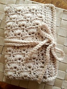Crochet Hook Case - how cool is this!  And I was thinking I had to buy a case....