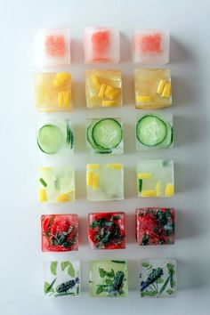 Pep up your drinks with frozen ice cubes with fresh fruit! Think water is boring. Check out some fun ways to punch up the flavor in your glass with these flavored ice cubes! Infused Water Recipes, Fruit Infused Water, Fruit Water, Water Water, Mexican Mac And Cheese, Flavored Ice Cubes, Fruit Ice Cubes, Flower Ice Cubes, Healthy Drinks