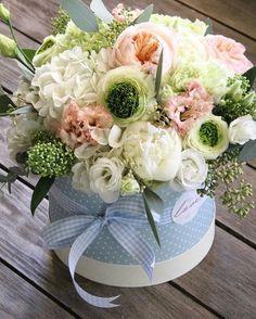 Cut Flowers, Pretty Flowers, Fresh Flowers, Deco Floral, Floral Design, Rosen Box, Paper Flower Art, Flower Boxes, Beautiful Roses