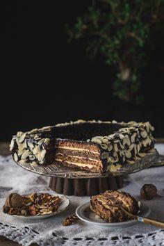 mlevenih badema 60 g rendane čokolade Kora Bakery Recipes, Easy Cake Recipes, Cupcake Recipes, Sweet Recipes, Cookie Recipes, Cupcake Cakes, Big Cakes, Just Cakes, Sweet Cakes