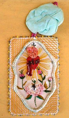 antique-beautiful-sacred-heart-of-jesus-silk-embroidery-scapular-relics
