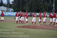 Los @Diablos Rojos del México celebran su triunfo que emparejó la serie a un juego por bando...