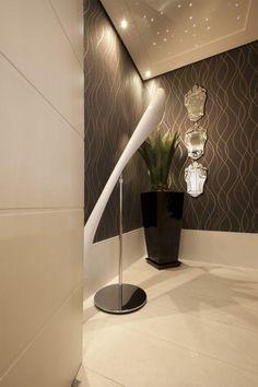 Como ter um hall em casa mesmo sem ter espaço Decor, Interior, Lamp, Lighted Bathroom Mirror, Home Decor, Bathroom Mirror, House Interior, Indian Home Interior, Mirror