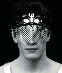 96 Face-Disguising Fashions