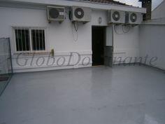 Cozinha totalmente equipada.Mobilado;Ar condicionado;Soalho em madeira;Roupeiros embutidos;Terraço grande;Garagem fechada.