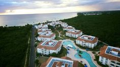 Cadaques Caribe Pez 103 Bayahibe Set in Bayahibe, this air-conditioned apartment features an outdoor pool. The unit is 1.9 km from Dominicus Beach. Free private parking is available on site.  There is a seating area, a dining area and a kitchenette.