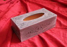 Boîte à mouchoirs grise déco pochoirs  : Boîtes, coffrets par passiondecodecoco sur ALittleMarket