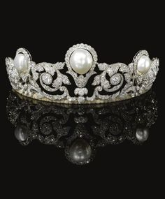 Rare and Impressive natural pearl and diamond tiara, Chaumet, 1920. Designed as a graduated series of foliate scrolls set with rose, single- and circular-cut and cushion-shaped diamonds, highlighted in the centre with a baroque button-shaped natural pearl and two button-shaped natural pearls, fitted case stamped Chaumet Paris 12 Place Vendôme, Londres, 22 Bruton Street. #Vintage #Chaumet #tiara