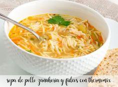 Sopa de pollo con zanahoria y fideos con thermomix Pollo Guisado, Deli, Gluten Free Recipes, Thai Red Curry, Real Food Recipes, Macaroni And Cheese, Food To Make, Recipies, Healthy